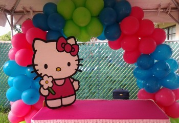 hello kitty cake table