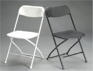 whit and black plastic folding chair